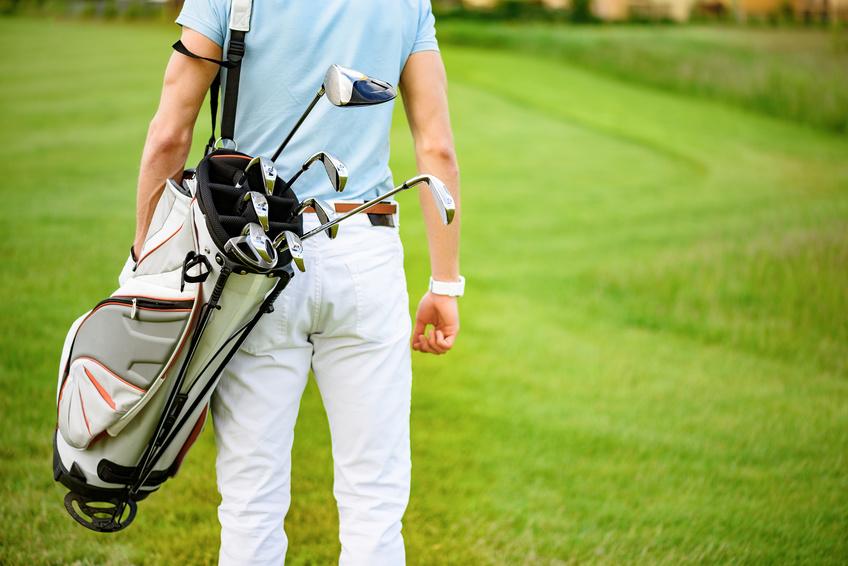 Voyager en avion avec son sac de golf
