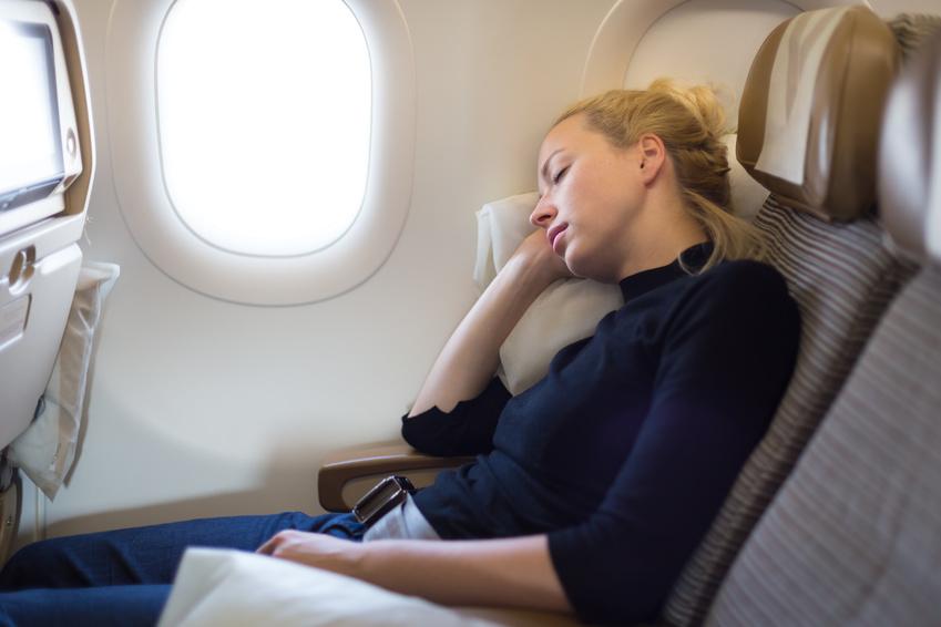 Réussir à dormir dans l'avion